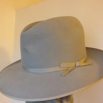 silver colored stetson stratoliner vintage felt hat