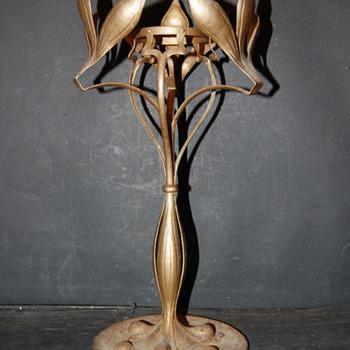 Art Nouveau iron Lamp - Art Nouveau