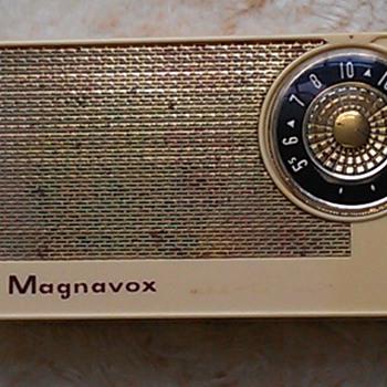 Magnavox AM5 - Radios