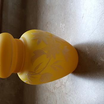 Beautiful yellow jar - Art Glass