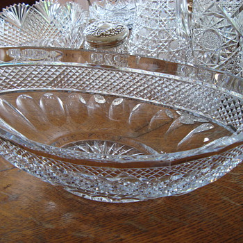 Mystery crystal bowl - Glassware