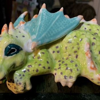 Very Cute Dragon Shelf-sitter - Asian