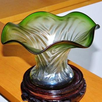 Art Nouveau Rindskopf Ripple Pepita Variant Green Iridescent Vase  - Art Glass