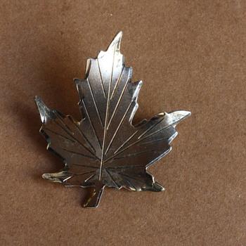 Sterling maple leaf brooch - Fine Jewelry