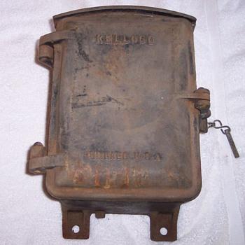 HEAVEY 80 pound cast iron cased Kellogg S & S Co crank phone