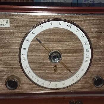 1950's Zenith Wooden Tabletop tube radio S-50682  - Radios