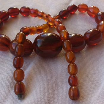 Lovely bakelite necklace - Costume Jewelry