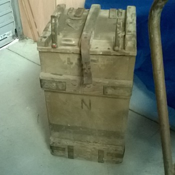 ammunition box ? - Military and Wartime