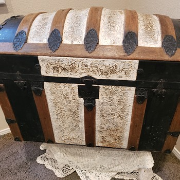 My Hump back trunk - Furniture