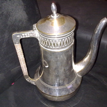 VINTAGE SILVER PLATED TEA/COFFEE POT - Kitchen