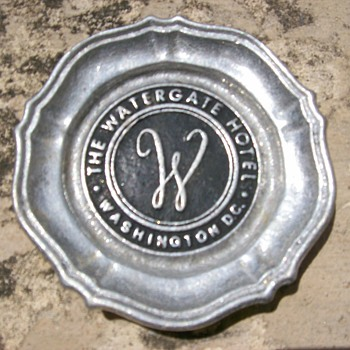 Watergate Hotel Ashtray - Tobacciana