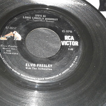 "Elvis Presley RCA VICTOR LABEL 45 RPM Single ""(IT'S A) LONG LONELY HIGHWAY"" / ""I'M YOURS"" [47-8657] - Music Memorabilia"