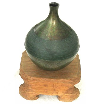 Amazing Japanese Vert de Gris Vase on signed stand. - Asian