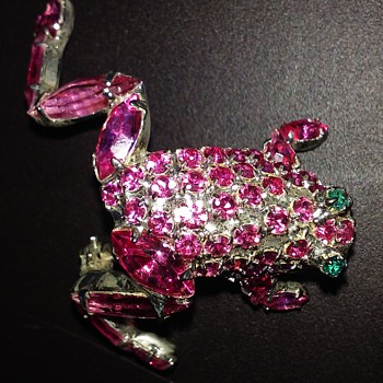 Pink leaping frog pin - Costume Jewelry