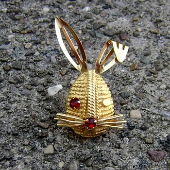 Sarah Coventry Brooch - Winking Bunny - Costume Jewelry