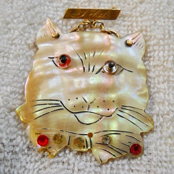 Vintage Shell Cat Brooch - Costume Jewelry