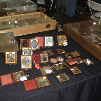 Antique Photography at the Nashville Civil War Show - Military and Wartime