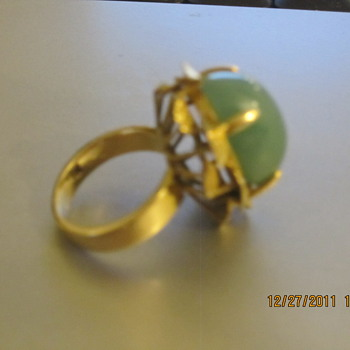 Grandmothers Beautiful Jade Ring with Gold leaf details - Fine Jewelry