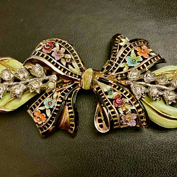 Gorgeous large bow - Costume Jewelry