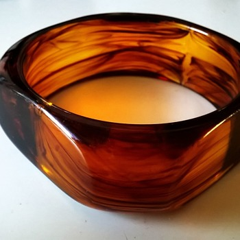 Faux Tortoiseshell/Amber Plastic Bangle Thrift Shop Find 1 Euro ($1.07) - Costume Jewelry