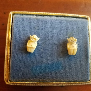 Small Ivory Earrings (from Alaska? Greenland?)   - Costume Jewelry
