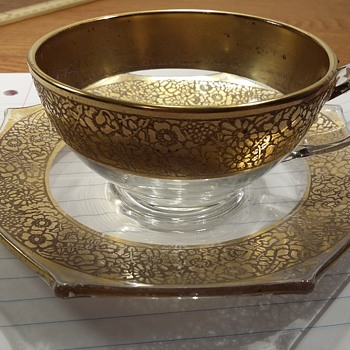 Please help me identify this gold encrusted pattern!