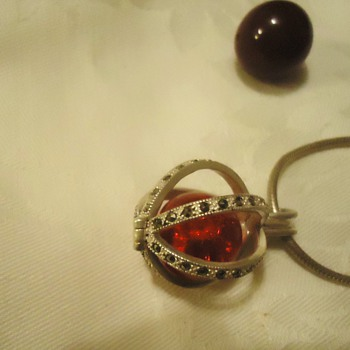 Pendant that holds things, like balls!  no markings but cute! - Fine Jewelry