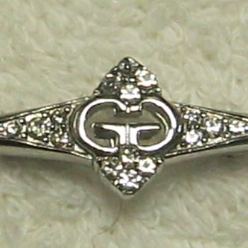 GIVENCHY - Pin need help identifying - Costume Jewelry