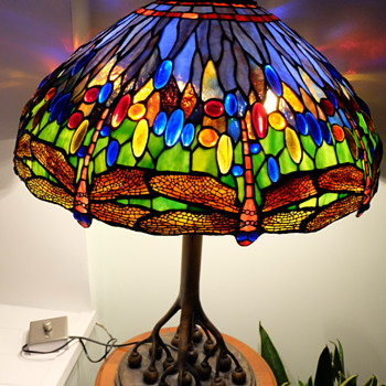 Tiffany Style Lamp, Rootball base - Lamps