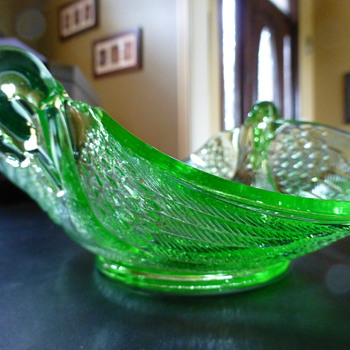 Vaseline-glass Swan  candy dish