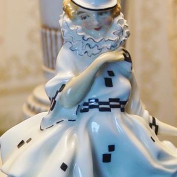 """""""Pierrette"""" Figurine Leslie Harradine Royal Doulton Figurine - Figurines"""