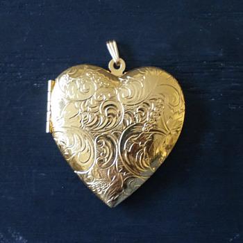 Vintage Avon Gold Tone Polished Heart Locket - Costume Jewelry