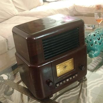 Stewart Warner 1939. AM / SW - Radios