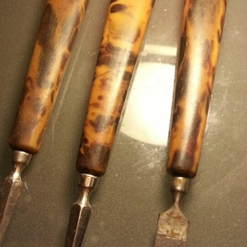3x Antique Pieces of Nail Trimmings made out of Massive Tortoise Shell