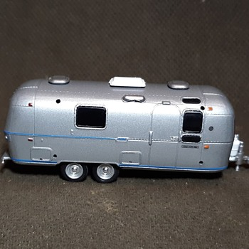 Greenlight 1972 Airstream Land Yacht Safari Travel Trailer With Awning 1/64 Scale - Model Cars