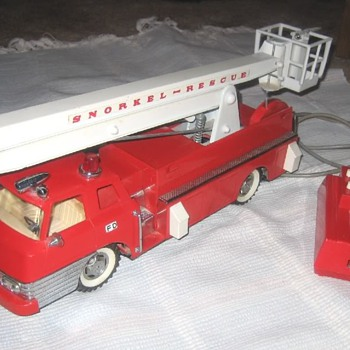 Excellent 1960s-era B/O Fire Engine sold exclusively by SEARS. - Model Cars