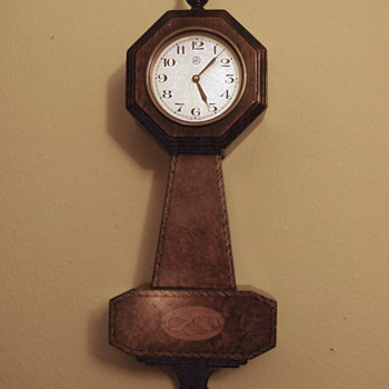 1927/28 ATO Banjo Clock with Conch Inlay - Clocks