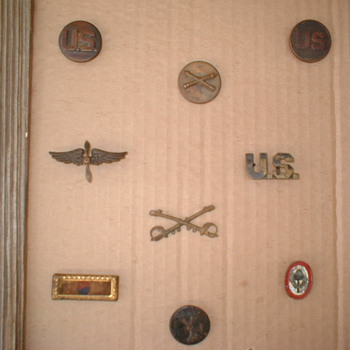 US WWI AND WWII Insignia - Military and Wartime
