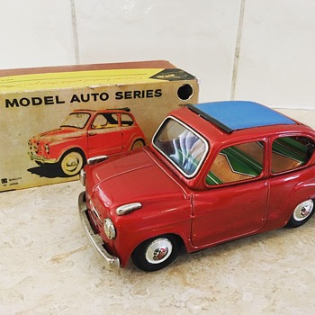 Bandai  Fiat 600 convertible (friction drive)  - Toys