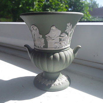 Wedgwood  post vase - China and Dinnerware