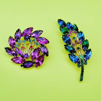 D and E Pink Purple and Blue Green Brooch - Costume Jewelry