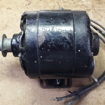 small GENERAL ELECTRIC motor with pulley - Tools and Hardware