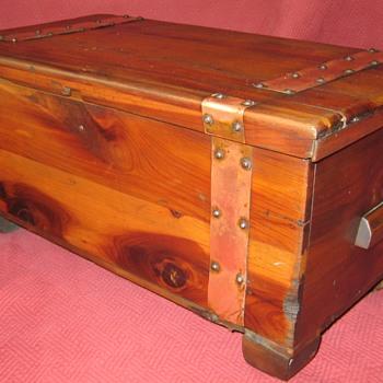 Cedar/Hope Chest  Sample - Furniture