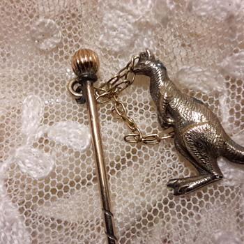 Antique 9ct gold stick pin with kangaroo