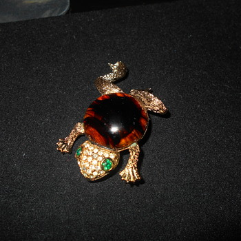 Weiss Frog Brooch - Costume Jewelry