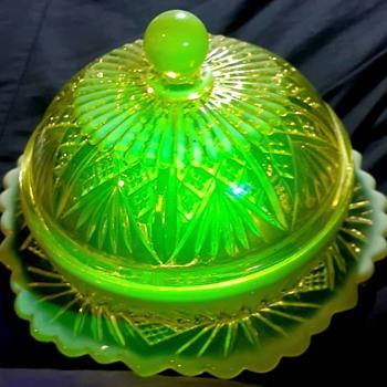 Lovely Davidson's Primrose Pearline Vaseline Glass Butter Dish - Art Glass