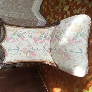 Dresser chair