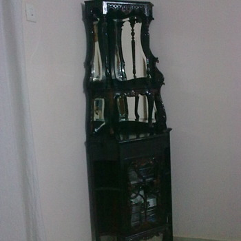 corner stand.. beautifully carved - Furniture