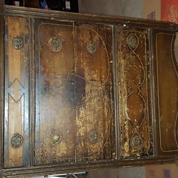 Old dresser on wooden wheels - Furniture