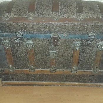can anyone assist with info about this trunk, please? - Furniture